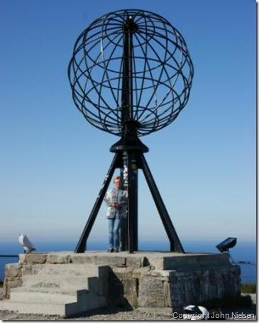 Mommer ved globen på Nordkap