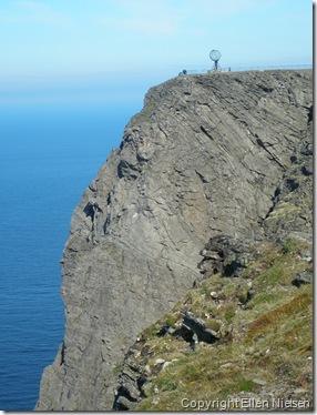 Nordkapklippen med den kendte globus