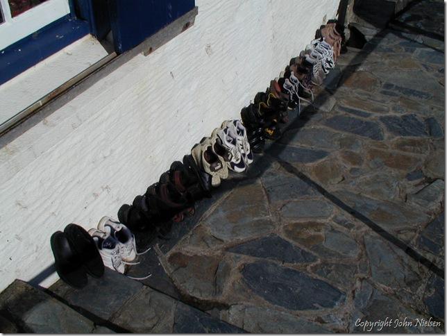 Vi tørrer sko i solskinnet