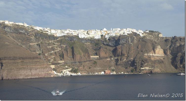 Den lange vej op på Santorini