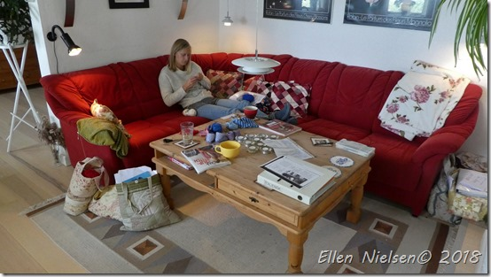 Annemarie på strikkekursus